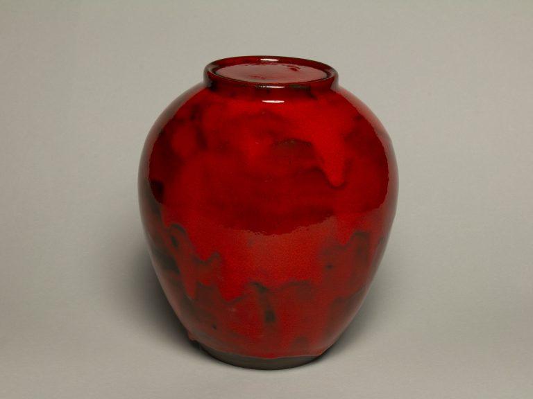 Urna na prochy w kolorze czerwonym