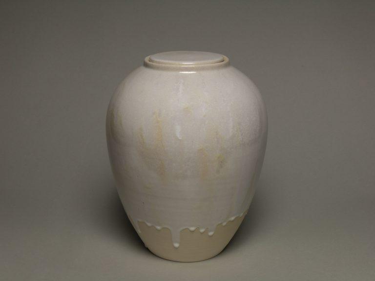 Urna na prochy w kolorze perłowym