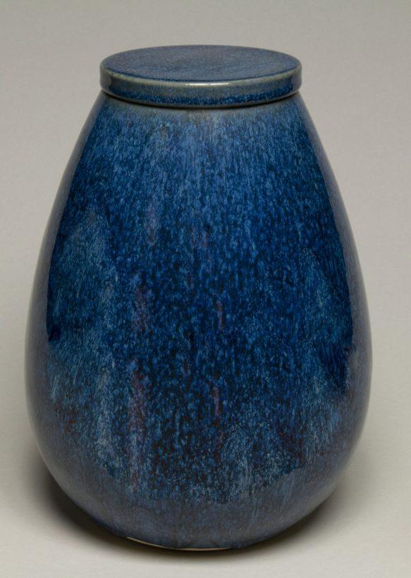 Urna na prochy w kolorze ciemno niebieskim