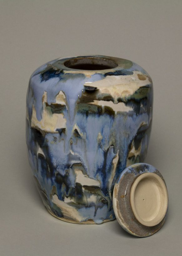 Artystyczne urny. Ręcznie wykonana urna na prochy