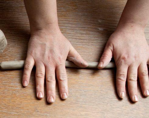 ręczne metody tworzenia urn na prochy